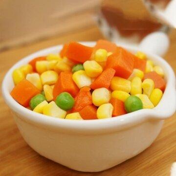 三色蔬菜 (紅蘿蔔丁、甜玉米、青豆)